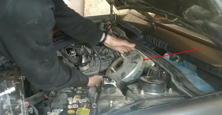 Как выполнить замену вакуумного усилителя ВАЗ 2113, 2114, 2115 своими руками