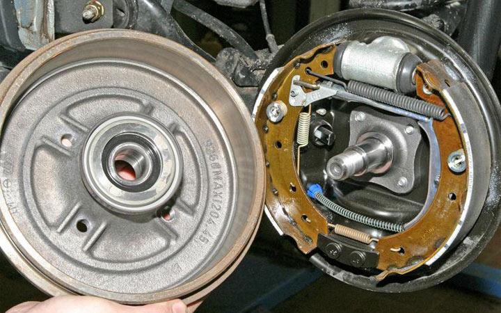 Замена задних тормозных колодок Renault Logan пошаговая инструкция