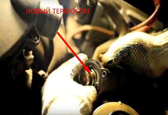 Замена термостата Renault Logan своими руками - фото и видео работ