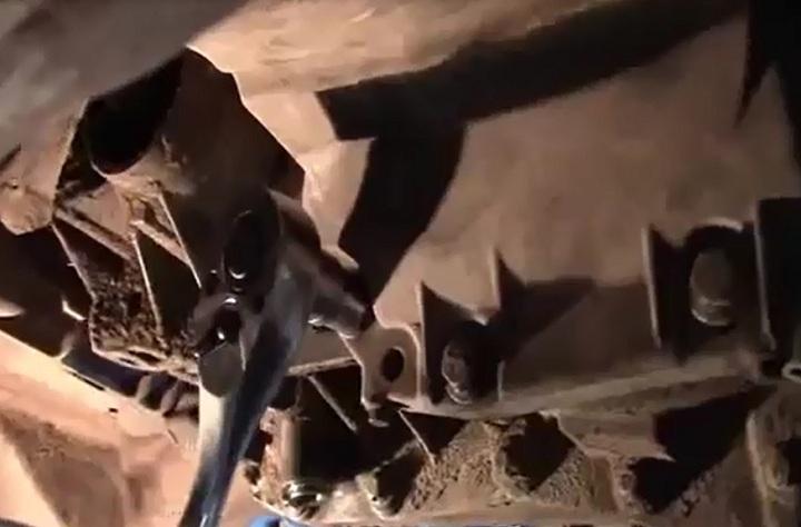 Болты крепления коробки передач Рено Логан