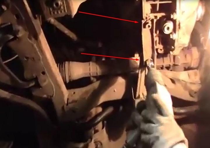 Снятие задней опоры двигателя Рено Логан своими руками