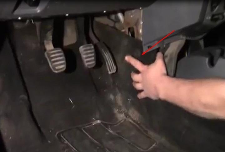 Фото и видео по замене радиатора печки Renault Logan