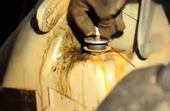 Как выполнить замену задних амортизаторов Renault Logan своими руками