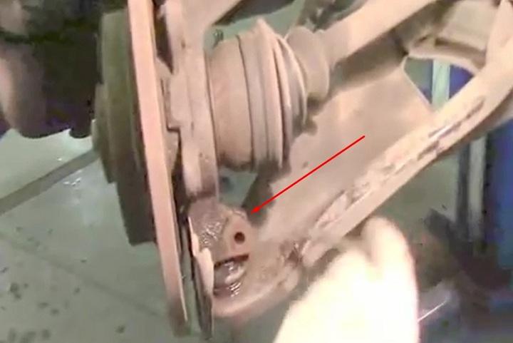 Демонтаж шаровой опоры Рено Логан