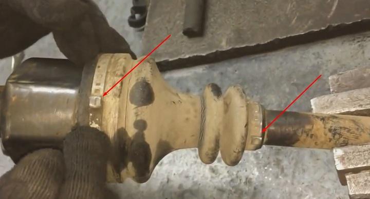 Снятие внутреннего пыльника ШРУС правого привода Рено Логан