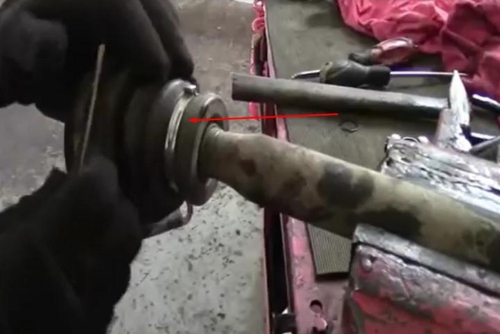 Снятие внутреннего пыльника ШРУС левого привода Рено Логан
