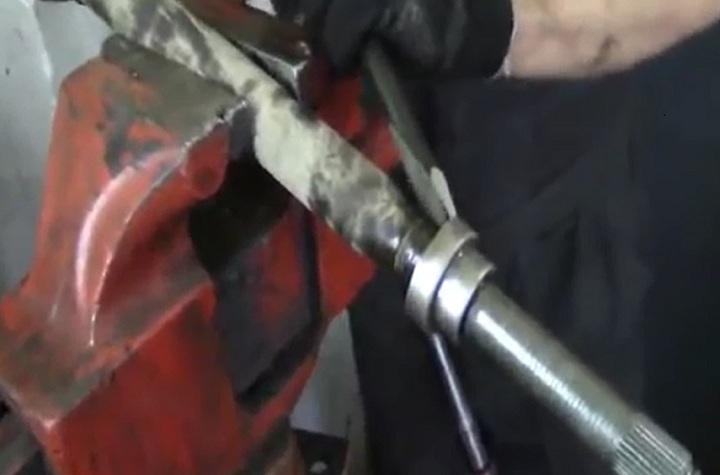 Пошаговая инструкция по замене пыльников левого привода ШРУС Рено Логан