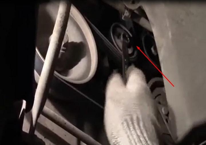 Снятие ремня генератора Рено Логан