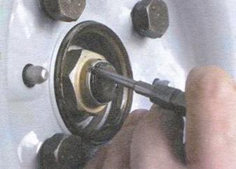 Расконтрим гайку ступицы ВАЗ 2109
