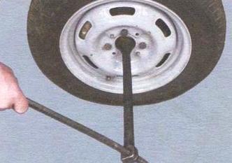 Срываем гайку ступицы ВАЗ 2109