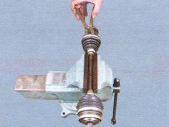 Закрепляем привод ВАЗ 2109 в тесках