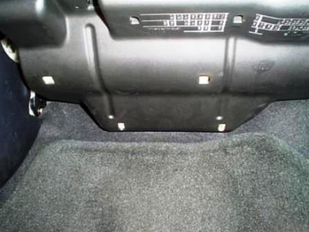 Снимаем нижнюю панель Mazda 3