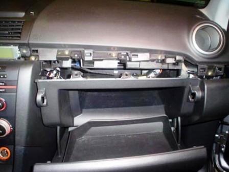 Снимаем бардачок Mazda 3