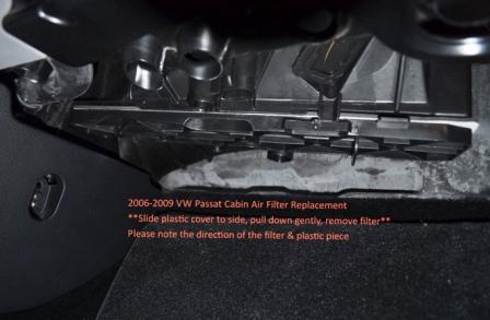 Сдвигаем в право крышку салонного фильтра Volkswagen Passat B6