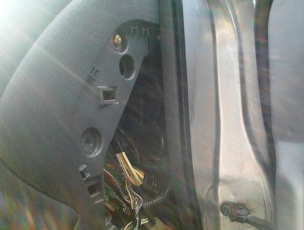 Отркучиваем болты с правой части бардачка Honda Accord VI