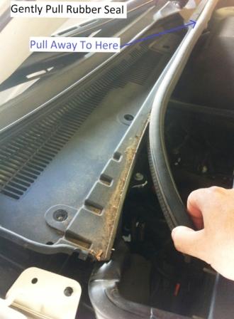 Снимаем резиновый уплотнитель Cadillac CTS