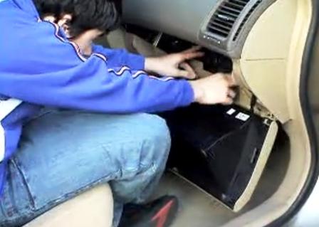 Открываем бардачок полностью Honda Accord VII