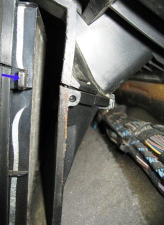 Вытаскиваем салонный фильтр BMW E36