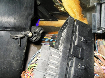 Снимаем крышку салонного фильтра BMW E36