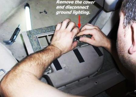 Отключаем подсветку ног Saab 9-5