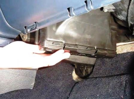 Крышка салонного фильтра Dodge Caravan IV