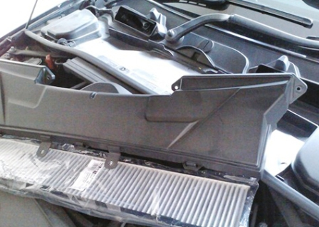 Снимаем крышку и меняем салонный фильтр BMW E90