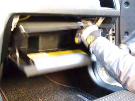 Снимаем бардачок Hyundai Tiburon II