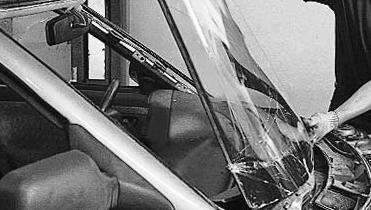 Снимаем лобовое стекло Лада Приора