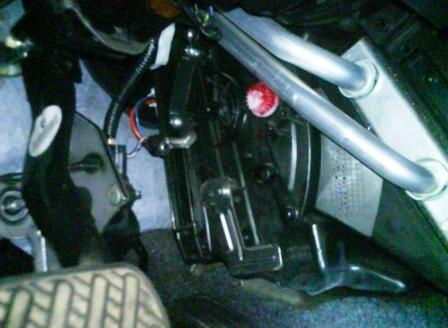 Закрываем крышку салонного фильтра Nissan Qashqai