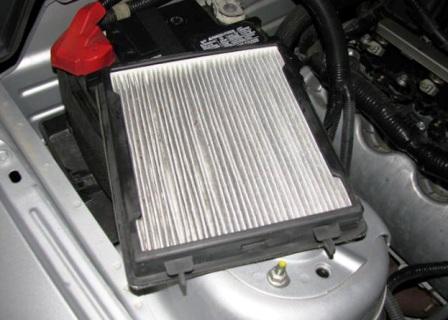 Вытаскиваем салонный фильтр Ford Mustang V