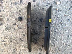 Вытаскиваем старые тормозные колодки Honda Accord V