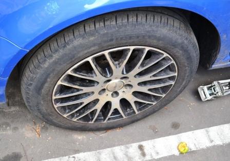 Снимаем колесо Volkswagen Golf IV