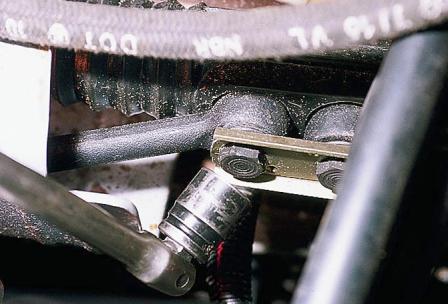 Откручиваем болт рулевой тяги ВАЗ 2110, 2111, 2112