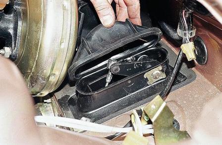Снимаем защитную крышку ВАЗ 2110, 2111, 2112