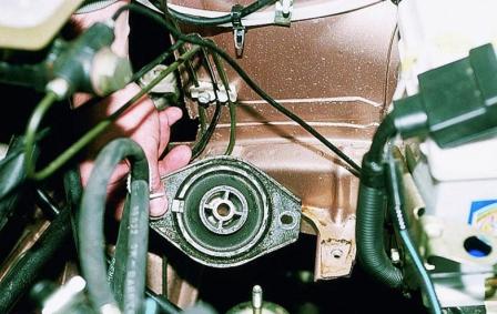 Снимаем левую опору двигателя ВАЗ 2110, 2111, 2112