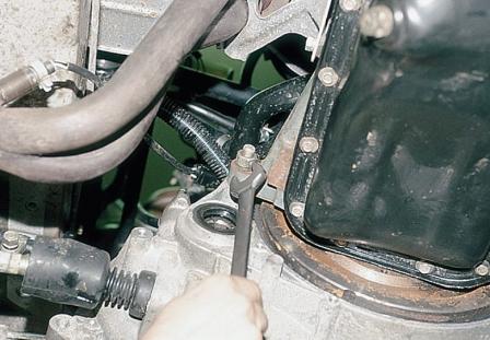Еще один болт картера коробки передач ВАЗ 2110, 2111, 2112