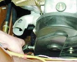 Откручиваем и снимаем крышку ремня ГРМ ВАЗ 2108, 2109, 21099