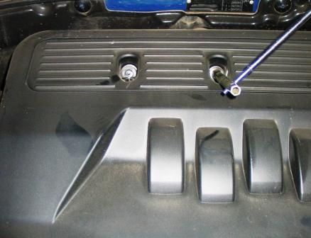 Отркучиваем крышку на двигателе Chevrolet Lacetti