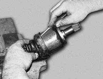 Натягиваем новый пыльник на ШРУС Лада Приора