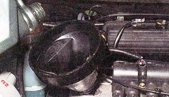Заливаем новое масло в двигатель Daewoo Matiz