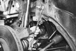 Снимаем переднюю стойку стабилизатора Ford Focus 2