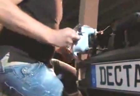Вытаскиваем на себя переднюю фару Volkswagen Golf III