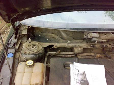 Верхние болты передней амортизационной стойки на Ford Focus 2