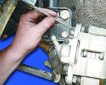 как поменять тормозные колодки ваз 21099 фото термобелье