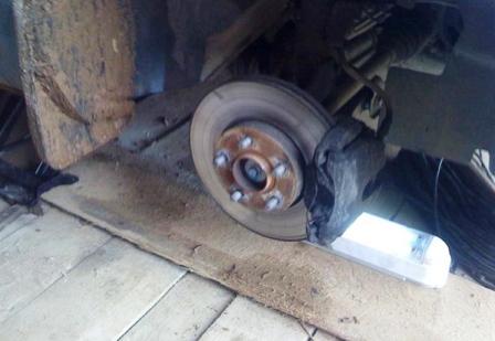 Снимаем переднее колесо Ford Focus 2