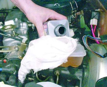 Доливаем тормозную жидкость ВАЗ 2108, 2109, 21099