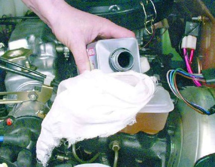 Наливаем тормозную жидкость до максимума ВАЗ 2108, 2109, 21099