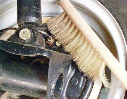 Очищаем от грязи клапан выпуска воздуха ВАЗ 2108, 2109, 21099