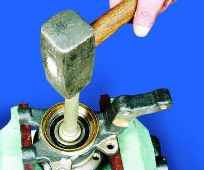 Выпрессовываем ступицу из поворотного кулака ВАЗ 2108, 2109, 21099