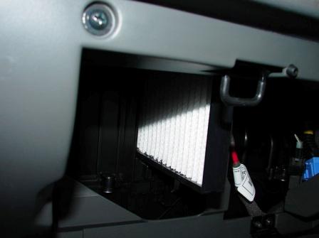 как поменять лампочку в салоне киа спектра